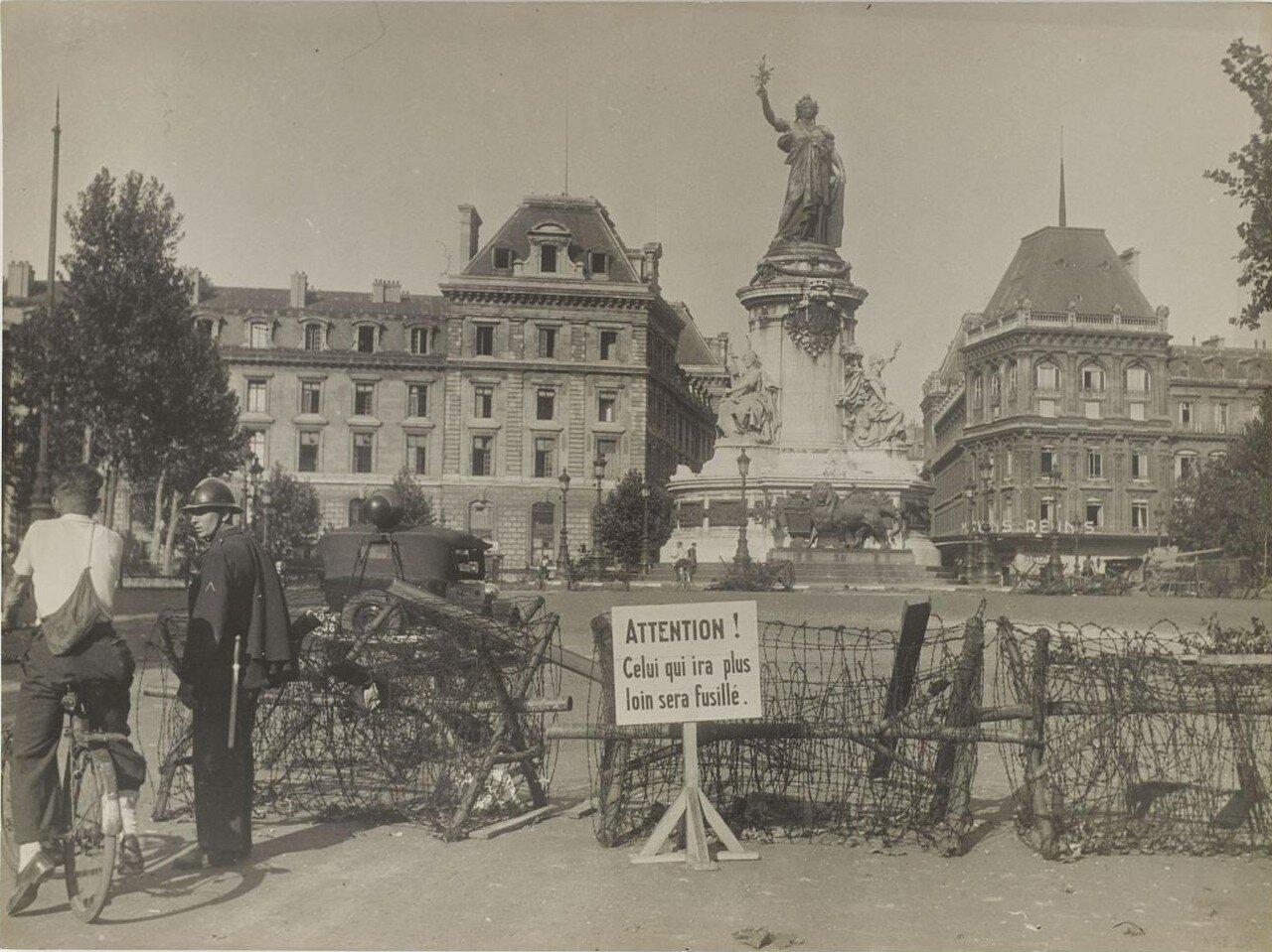 24 августа. Казармы принца Евгения перед капитуляцией. Площадь Республики