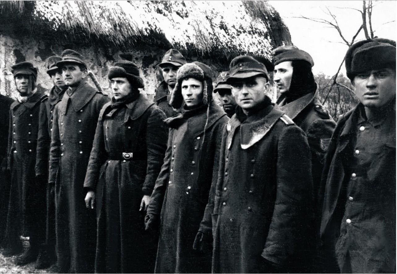 Немецкие солдаты, взятые в плен бойцами Красной Армии
