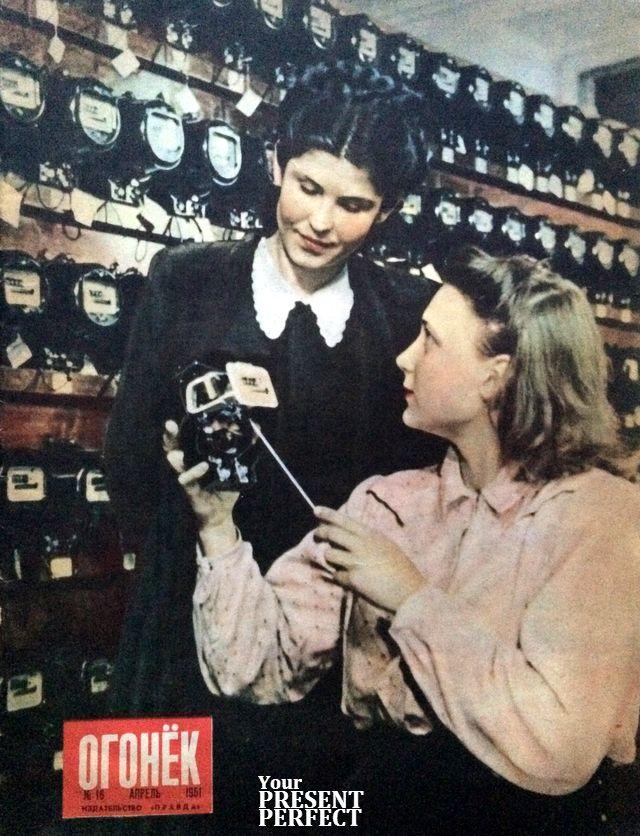 1951-16 Стахановка сборочной бригады отличного качества Вильнюсского завода электросчетчиков комсомолка Ирена Шумаускайте (справа) и секретарь завкома ВЛКСМ конструктор-чертежник Лидия Шувал.jpg