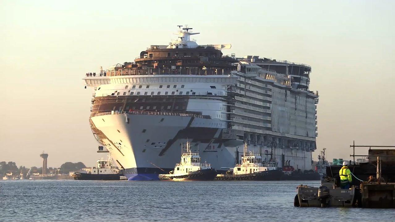 толпы фото самых больших судов в мире проявляется