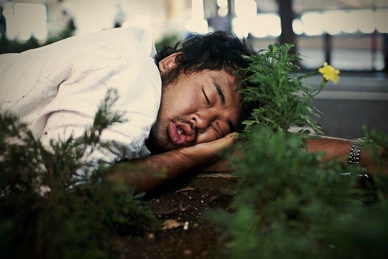 Фотопроект Адриана Стори: спящие на улицах Токио 0 1c59f6 ae63aed9 XL