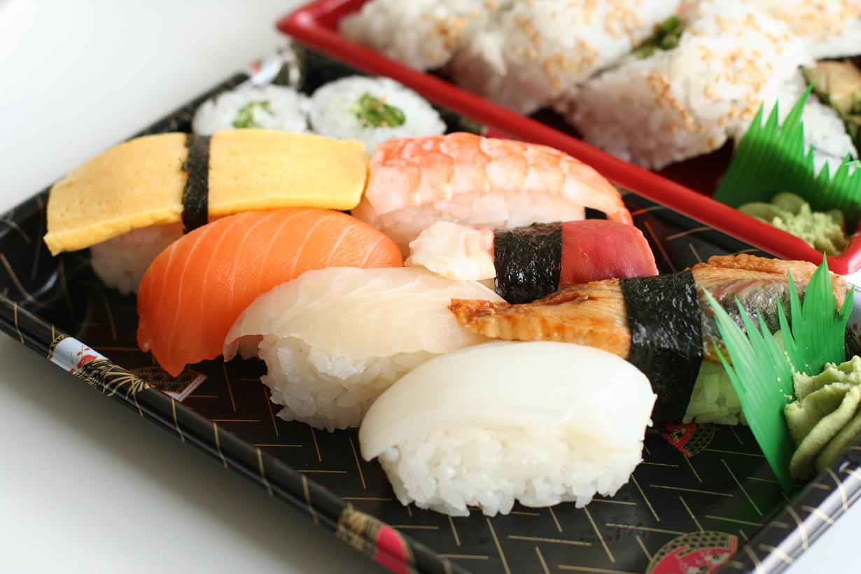 Сырая рыба. В Японии беременные женщины в порядке вещей едят суши или сашими. Однако в нашей стр