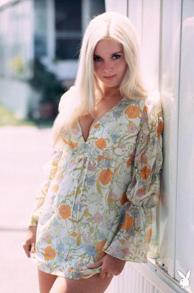 Мисс Июнь 1971 Lieko English