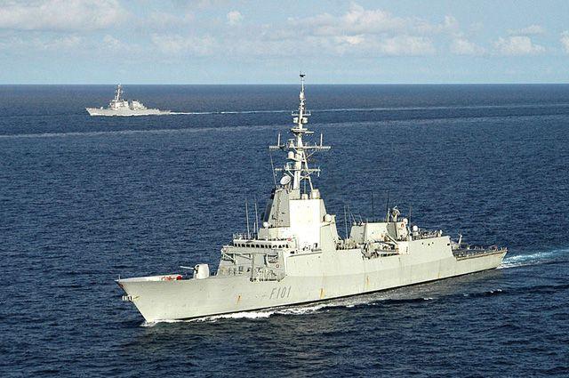 НАТО может начать борьбу снелегальными перевозчиками беженцев вЭгейском море