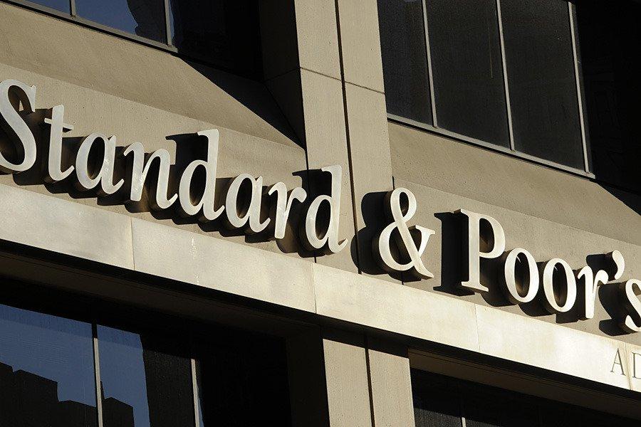 Standard & Poor's: рейтинг РФ ВВ+, прогноз негативный