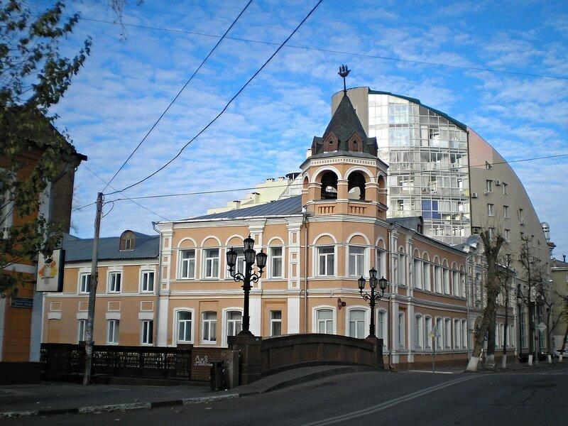 Здание бывшего Александринского детского приюта.