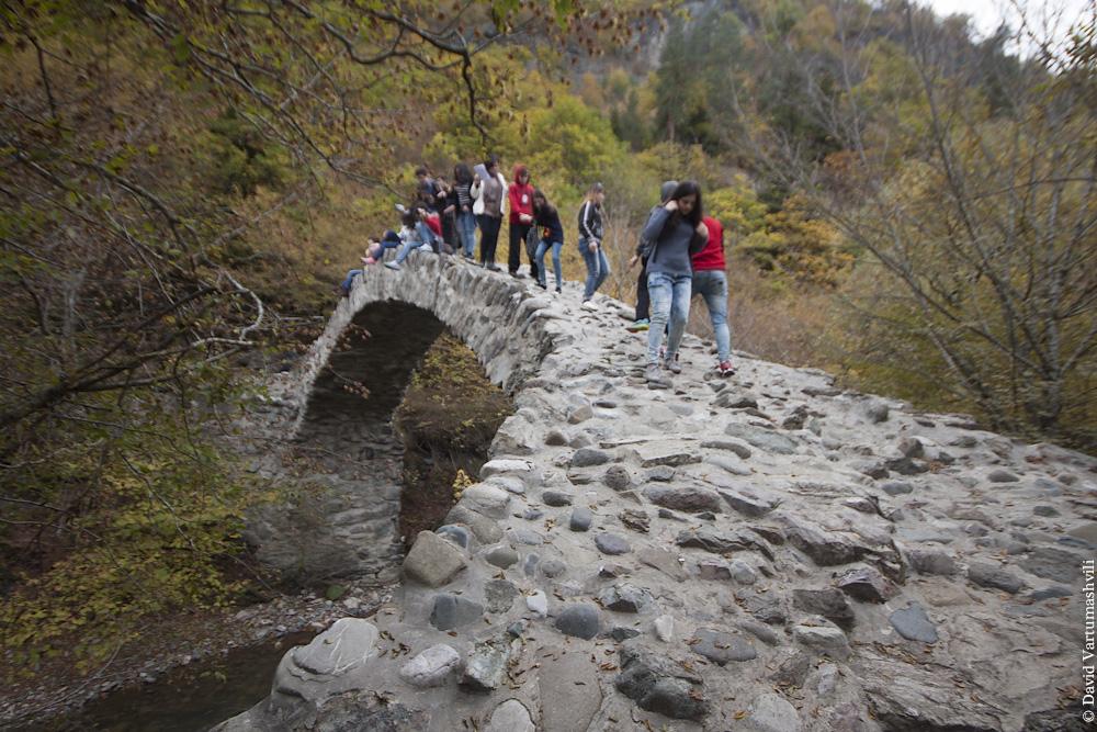 Мост у монастыря Ркони