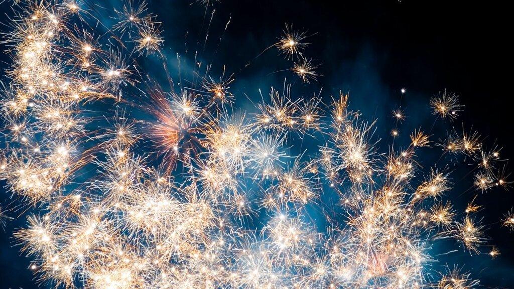 fireworks-wide-wallpaper-28493.jpg