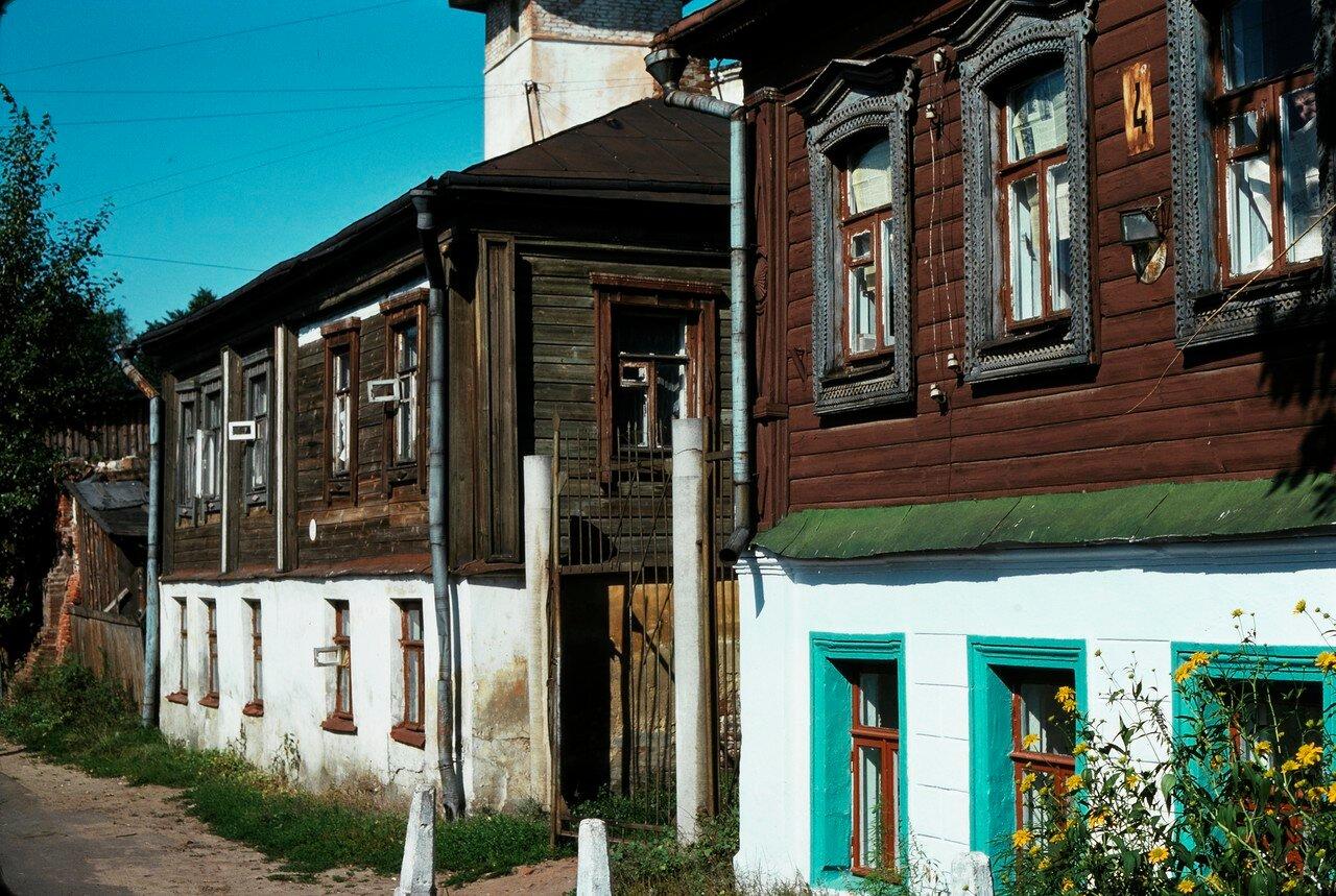 Владимир. Переулок с типичными деревянными домами