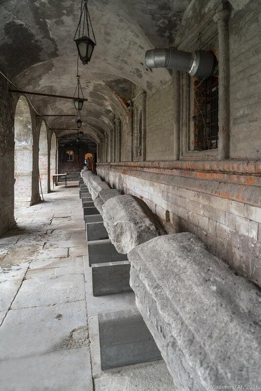 Старые надгробия в подклете церкви Сергия Радонежского. Высоко-Петровский монастырь.