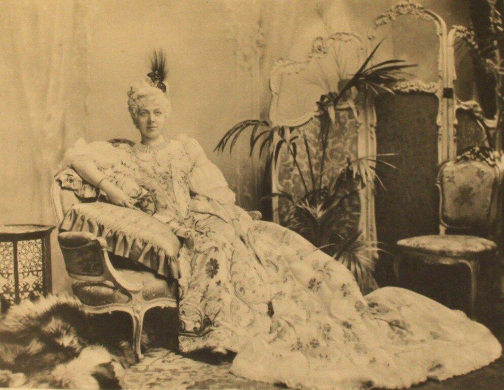 lady-georgiana-curzon-as-maria-leschynska-p170-2.jpg