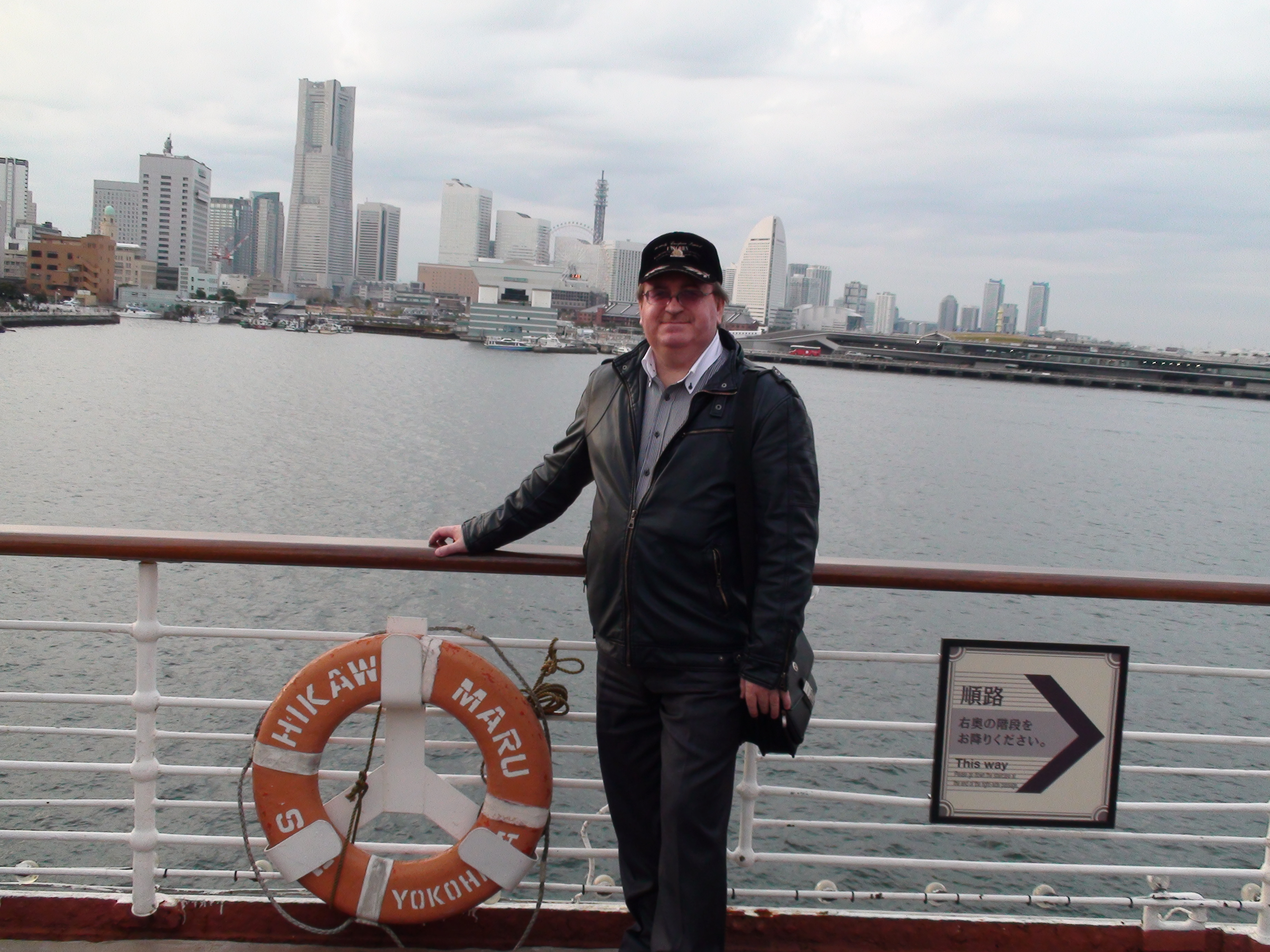 "Лайнер ""Королева Тихого океана"" в порту Йокогама"