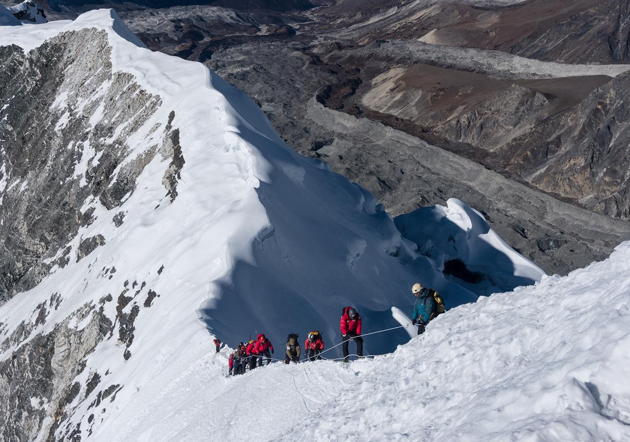 Непал. Айленд-пик. Высота этой гималайской горной вершины составляет 6165 м. Однако, альпинисты, про