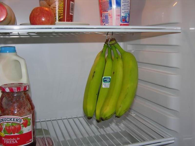 12. Не дайте бананам потемнеть Не отрывайте бананы от связки до тех пор, пока не решили их съесть: п