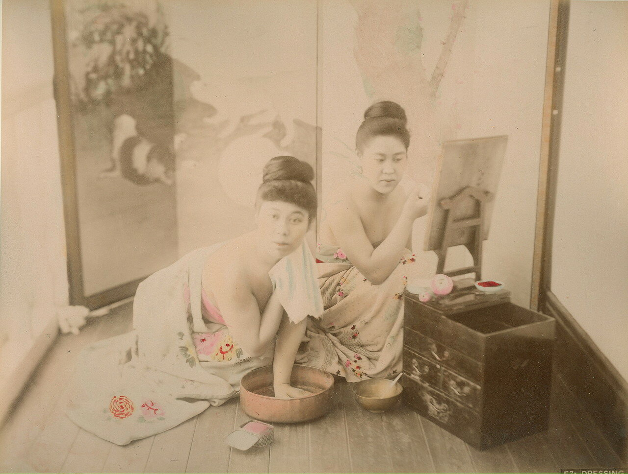 Дамы переодеваются. 1880