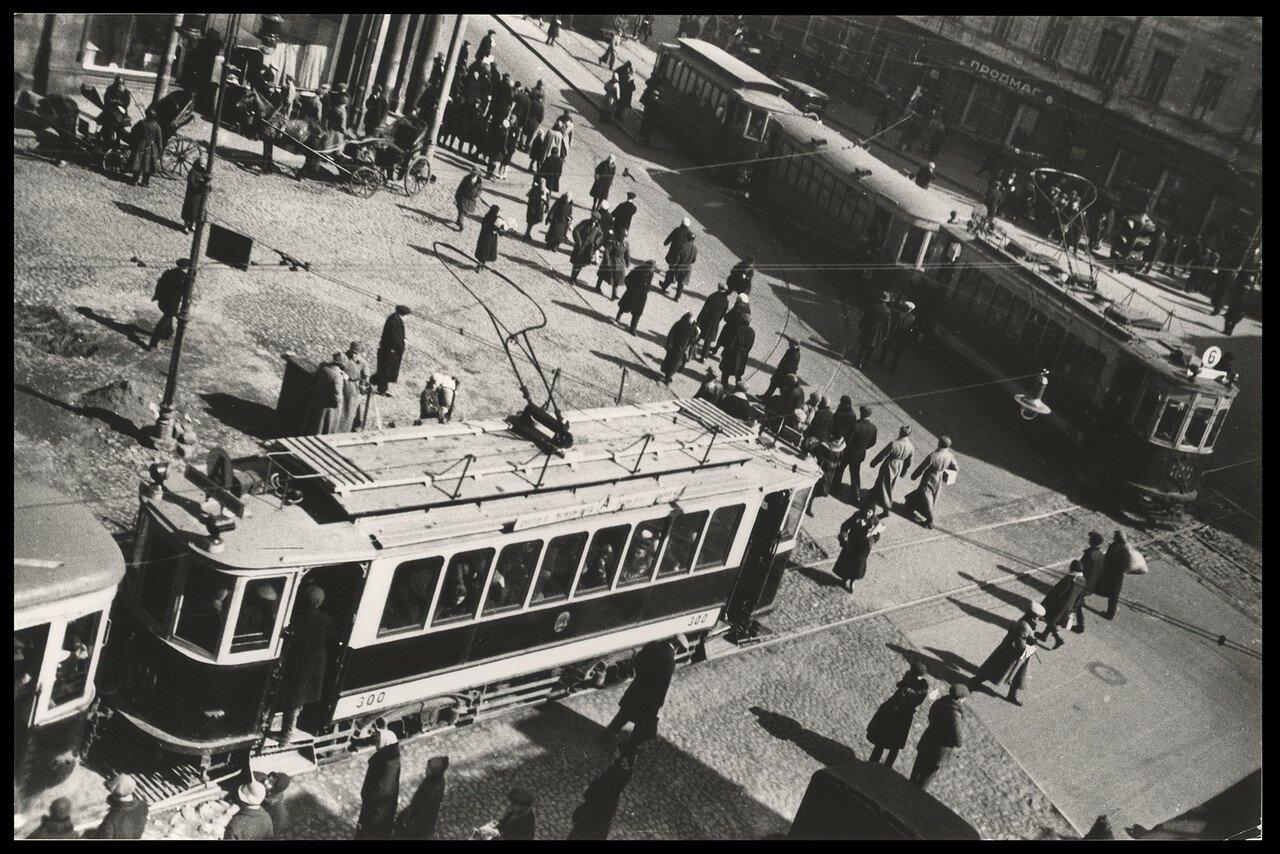 1920-е. На углу Мясницкой