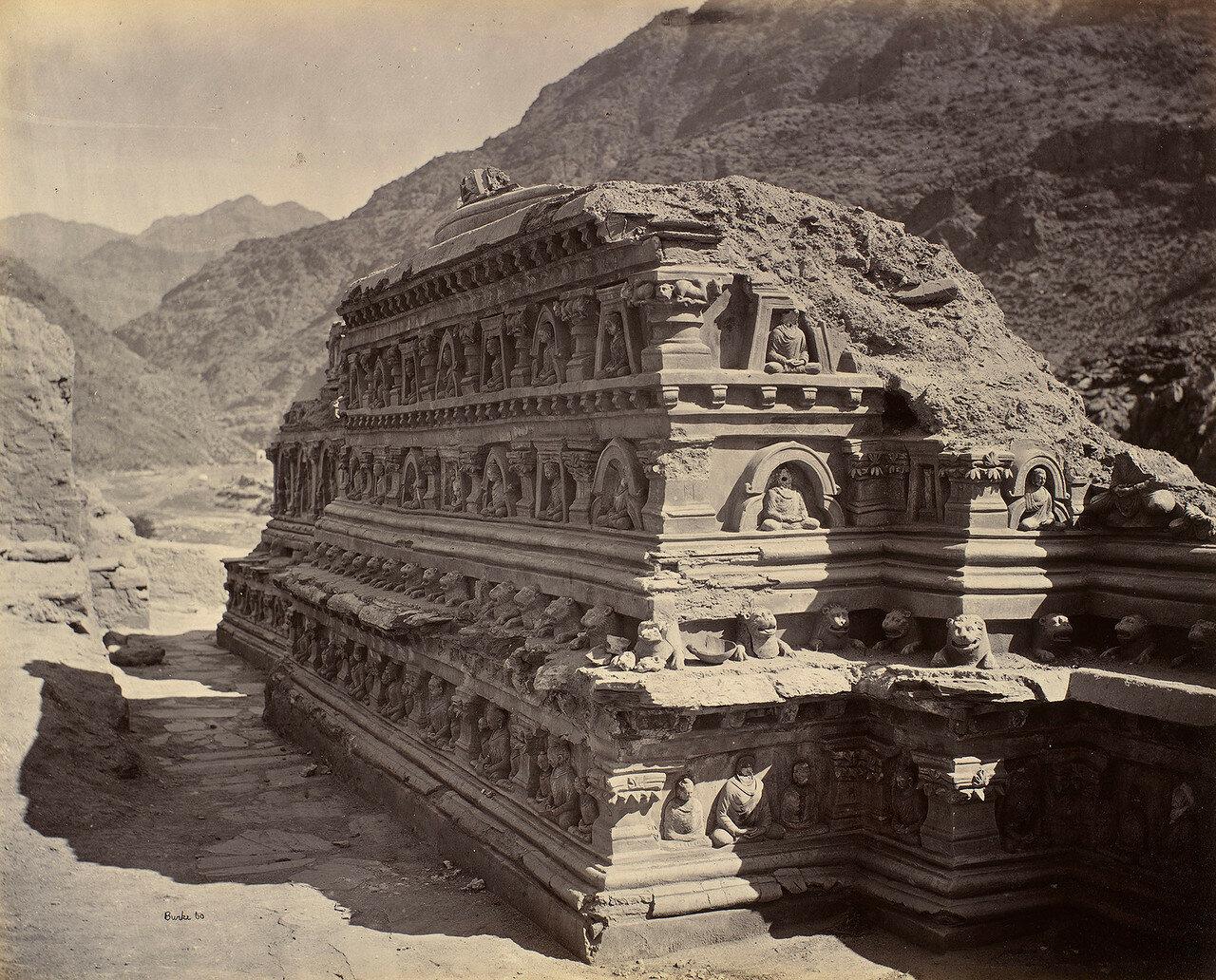 18. Буддийская гробница возле Али Масджида