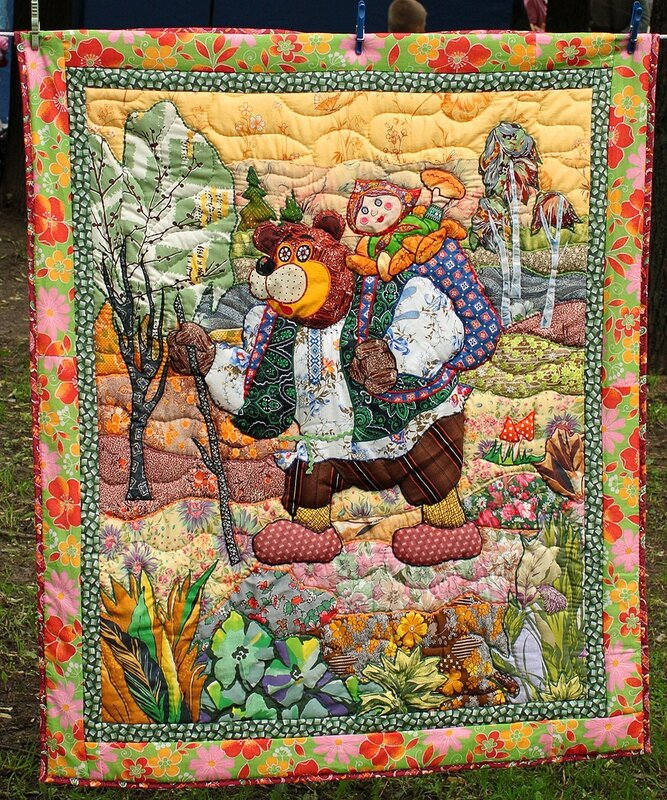 """Лоскутное одеяло """"Маша и Медведь""""."""