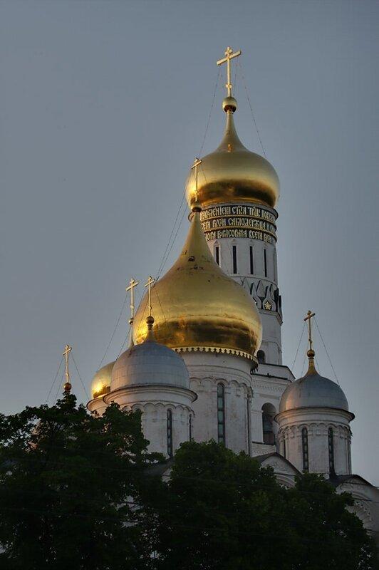 Кремль. Архангельский собор на закате