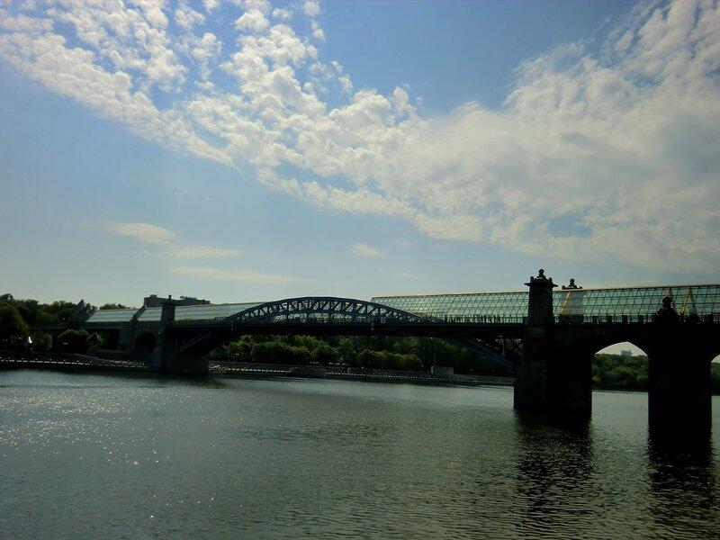 Прогулка по набережной Москвы-реки в День Великой Победы
