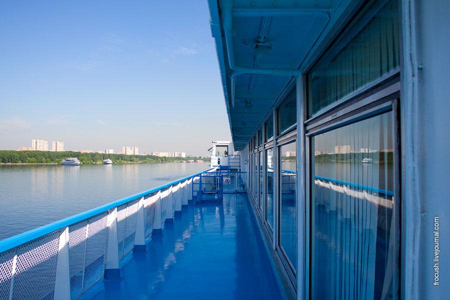 Солнечная палуба, левый борт теплохода «Сергей Кучкин»