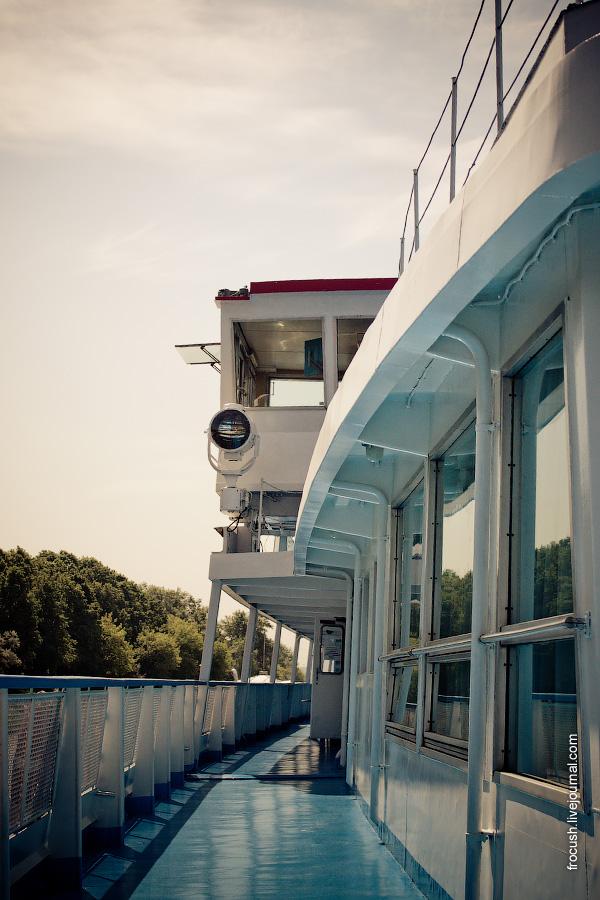 Вид на ходовую рубку со шлюпочной палубы теплохода «Феликс Дзержинский»