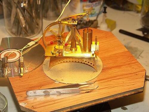 Модели на солнечных батареях от польского инженера Szymon Klimek (Саймон Климек)
