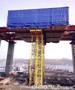 Конструкция весом 1000 т на высоту 70 м за 2 суток подняли 6 домкратов