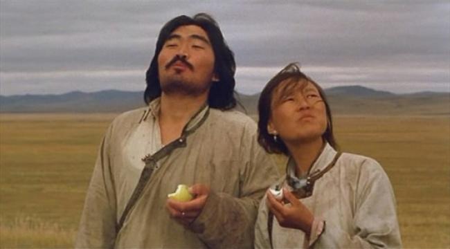 Никита Михайлков взял почти анекдотическую жизненную ситуацию — степной монгол поехал в город за сре