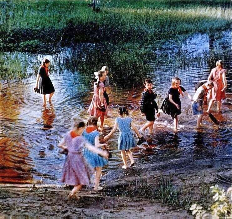 Дети на пруду. Около села Каменный Яр в Астраханской области.