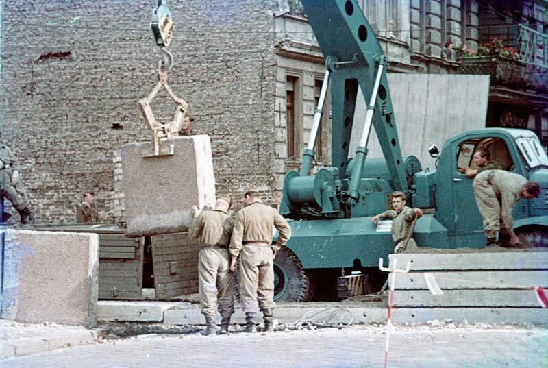 1961 Строительство Берлинской стены.jpg