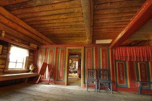 роспись интерьера и мебели на Русском Севере