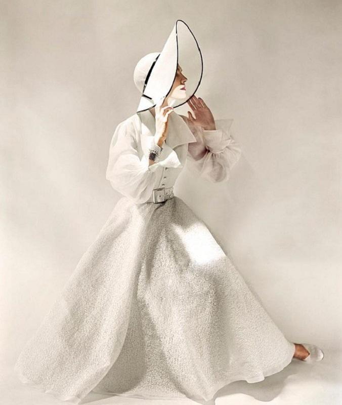 2. Из журнала Vogue. Фото Эрвин Блюменфилд, 1949 год.