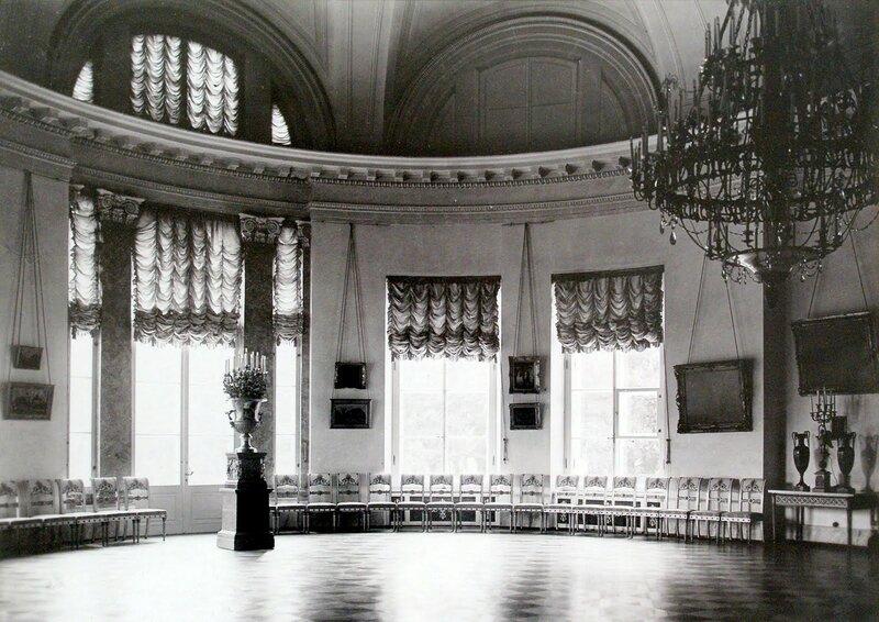 1909 Полукруглая зала Александровского дворца в Царском Селе.jpg
