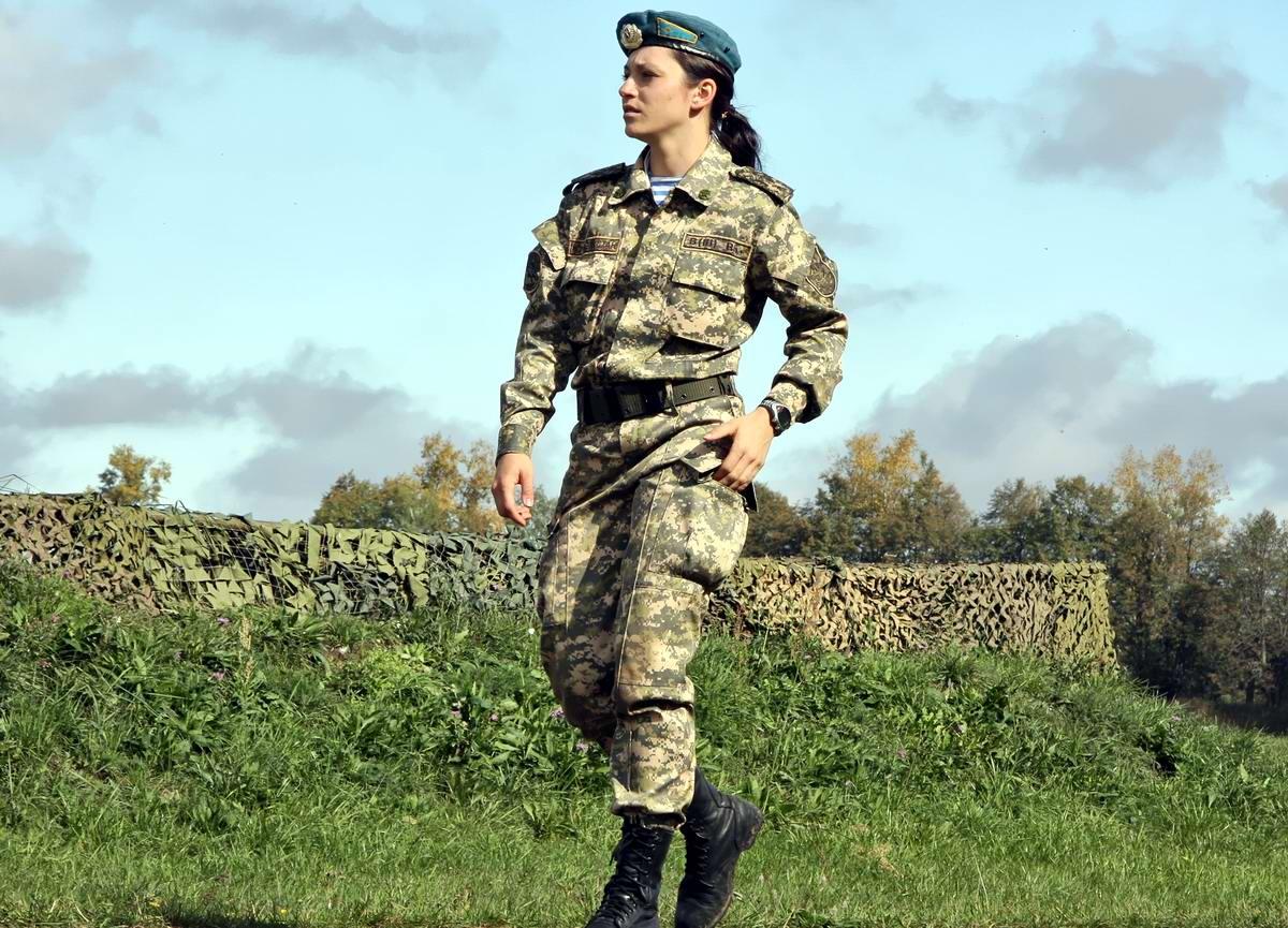 Русская девушка в военной форме 20 фотография