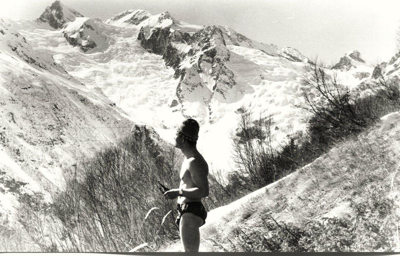 18. Ледник в горах Домбая