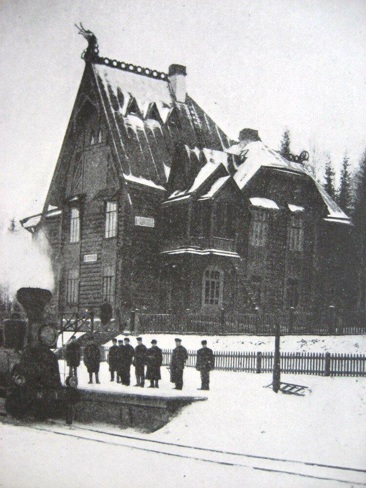 07. Пассажирское здание на станции Кувшиново