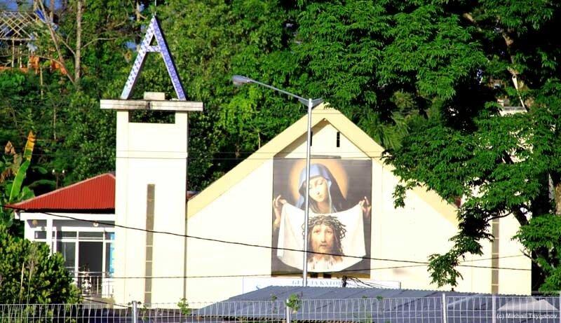 Церкви Манадо