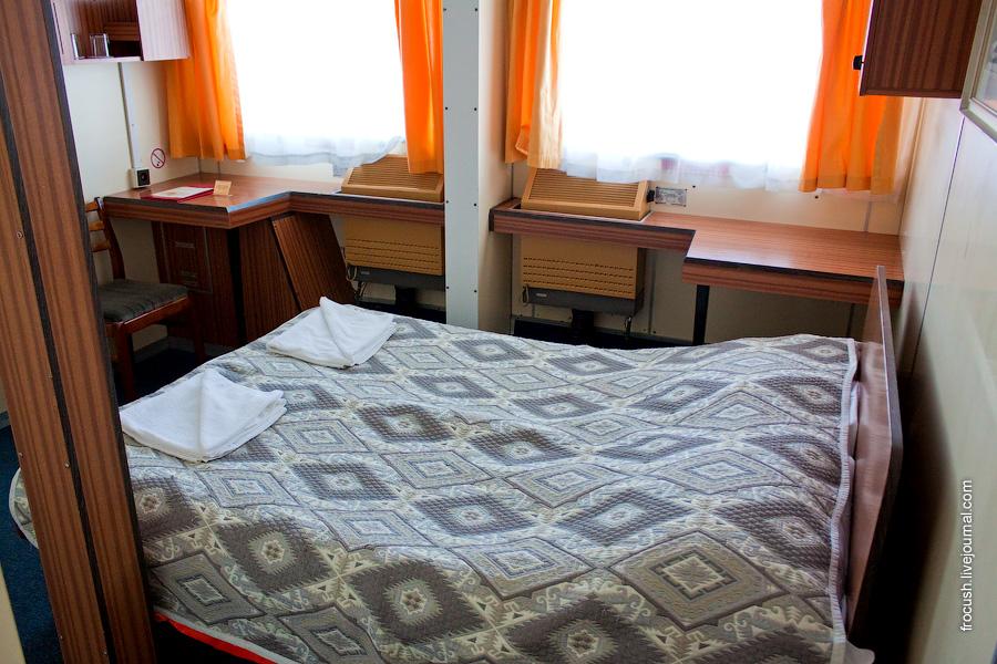 Двухместная каюта категории А №121 на средней палубе теплохода «Сергей Кучкин»