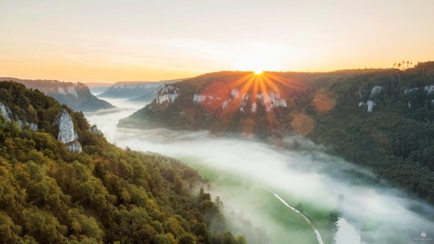 Живописный Дунай охватил территорию сразу десяти европейских государств. Он служит главной водной ар