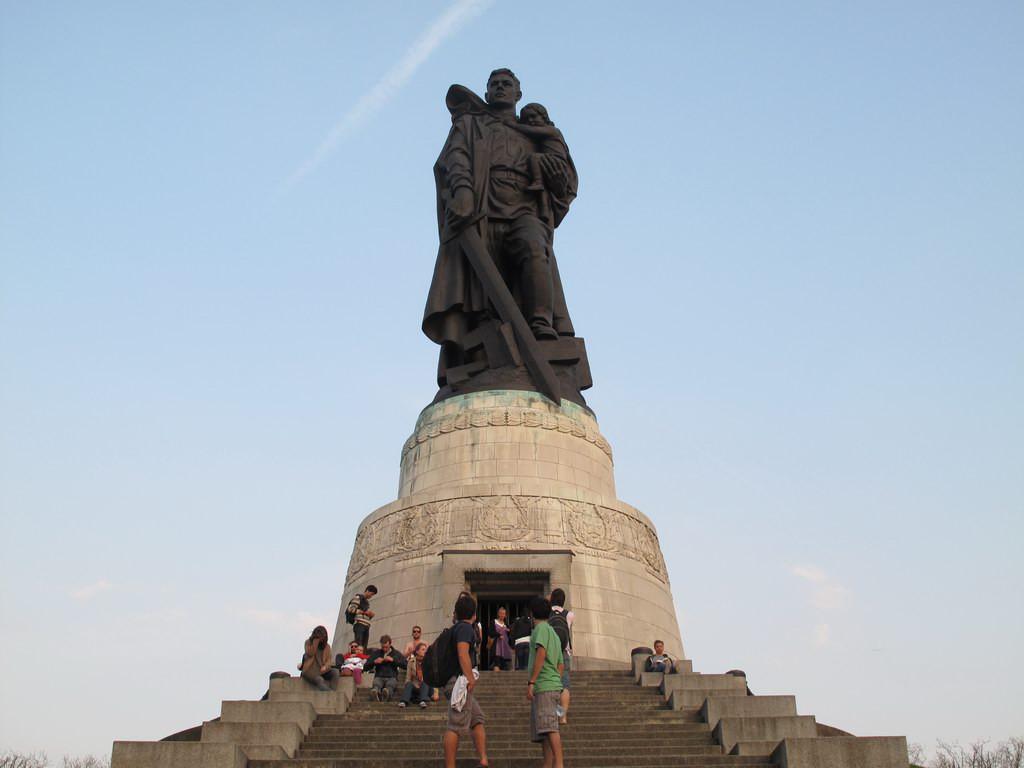Памятник Воин-освободитель в Берлине