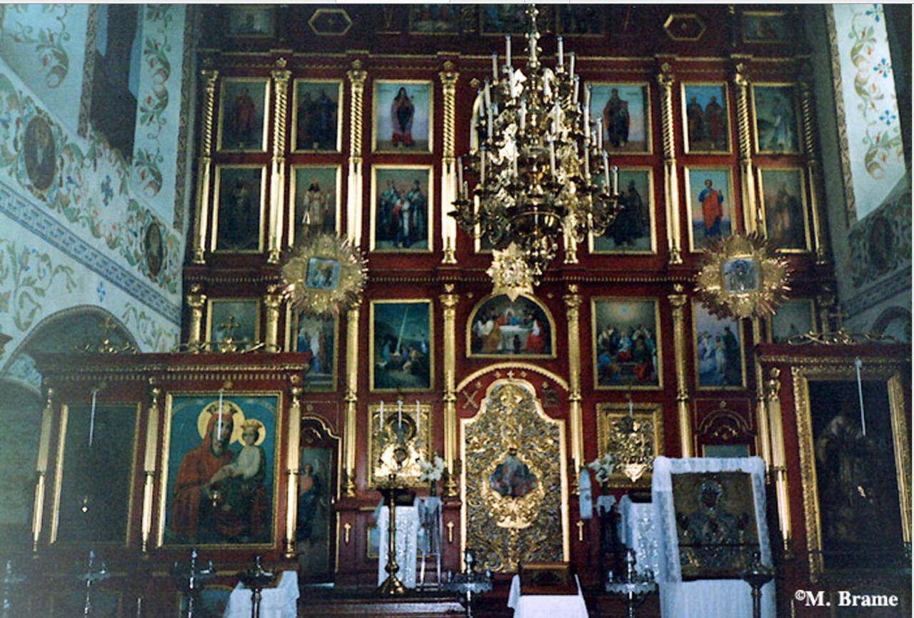 Иркутск. Иконостас и царские врата в православной церкви