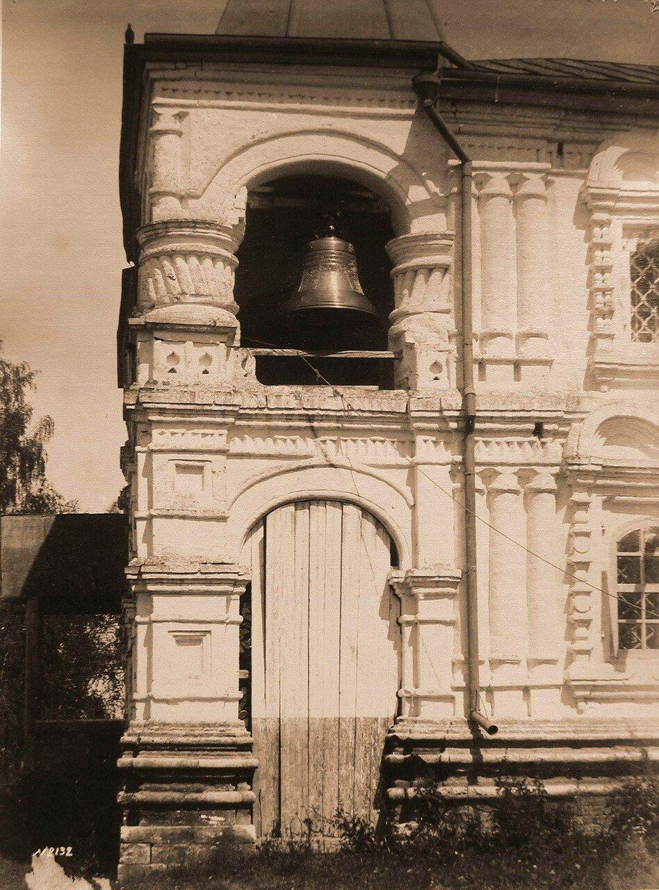 Вид боковой части крыльца (деталь) церкви Благовещения
