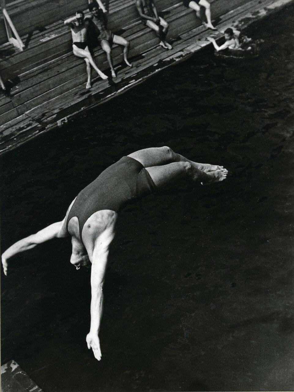 1934. Прыгун в воду