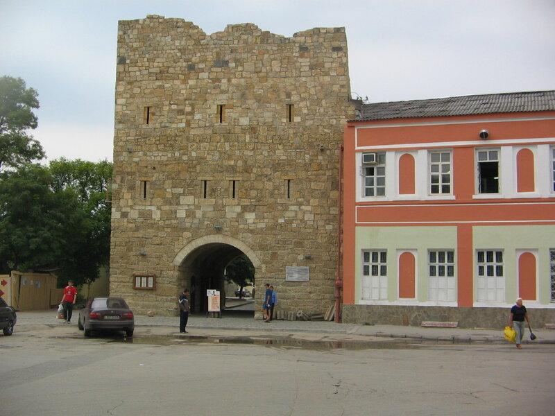 Старые ворота города.