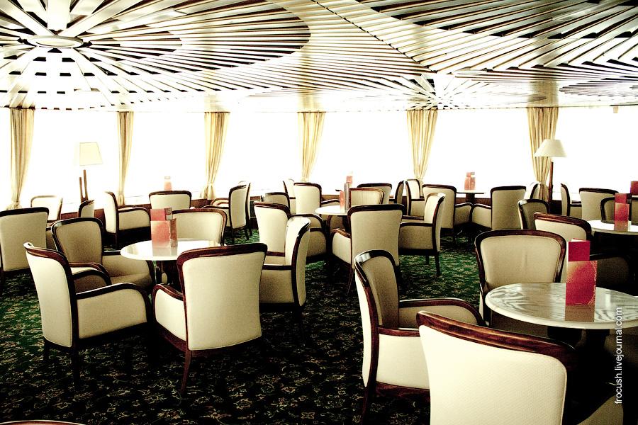 Музыкальный салон на шлюпочной палубе теплохода «Лев Толстой»