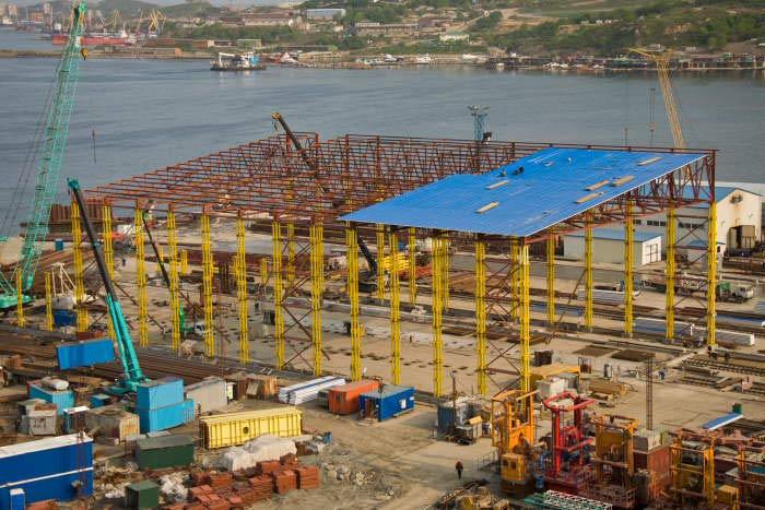 Опоры-гиганты моста на Русский набирают высоту (ФОТО)