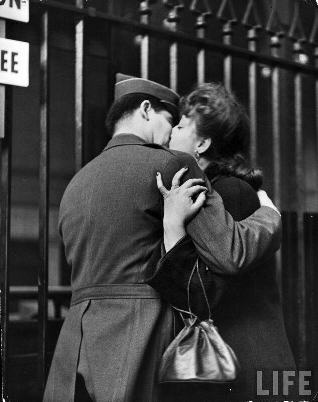 a soldier leaves for WWII, penn station, 1944.photo by Alfred Eisenstaedt
