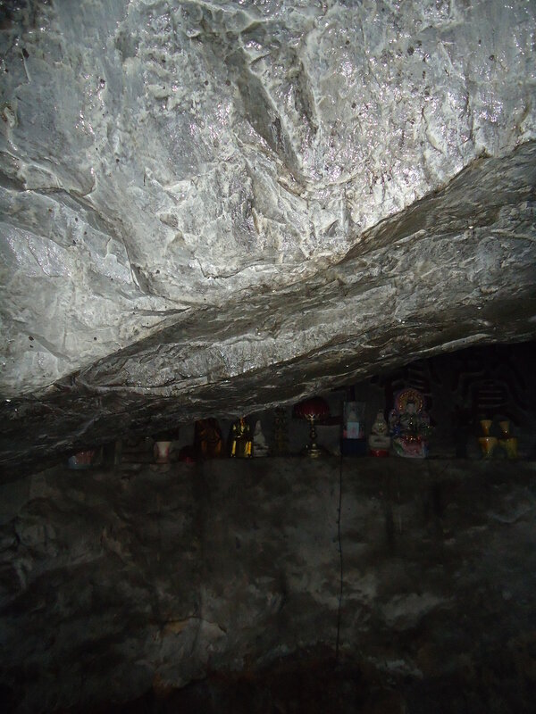 Пещера, в которой медитировал Гэ Хун, написавший Баопу-цзы - даосский трактат (4век н.э.)