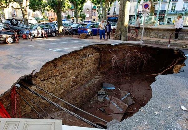 Самые необычные и огромные ямы на дорогах во всем мире 0 12cf88 88441821 orig